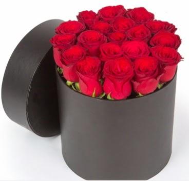 21 adet siyah kutuda kırmızı gül  Ankara Sincan internetten çiçek siparişi