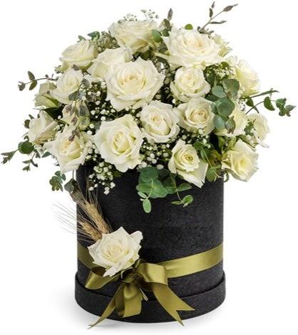 Kutu içerisinde 33 adet beyaz gül tanzimi  Ankara Sincan çiçek yolla , çiçek gönder , çiçekçi