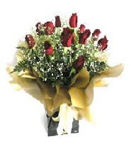 Ankara Sincan uluslararası çiçek gönderme  11 adet kirmizi gül  buketi