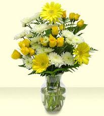 Ankara Sincan çiçek yolla , çiçek gönder , çiçekçi   cam yada mika vazoda sarigül ve gerberalar