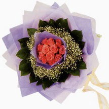 12 adet gül ve elyaflardan   Ankara Sincan çiçek siparişi vermek