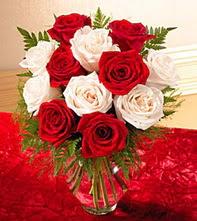 Ankara Sincan çiçek servisi , çiçekçi adresleri  5 adet kirmizi 5 adet beyaz gül cam vazoda