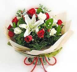 güller ve kazablanklardan görsel bir buket  cicek siparisi Ankara Sincan cicek , cicekci