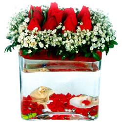 Ankara Sincan hediye sevgilime hediye çiçek  12 adet kirmizi gül cam yada mika vazoda