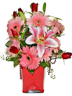 Ankara Sincan hediye sevgilime hediye çiçek  karisik cam yada mika vazoda mevsim çiçekleri mevsim demeti