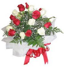 sincan çiçekçi Ankara Sincan internetten çiçek satışı  12 adet kirmizi ve beyaz güller buket