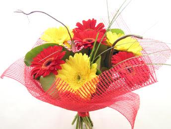 9 adet gerbera çiçeklerinden buket  Ankara Sincan çiçek siparişi sitesi