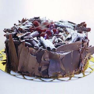 pasta yolla 4 ile 6 kisilik visneli çikolatali yas pasta  Ankara Sincan online çiçek gönderme sipariş