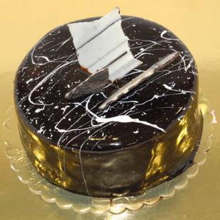 pasta gönder 4 ile 6 kisilik parça çikolatali yaspasta  Ankara Sincan uluslararası çiçek gönderme
