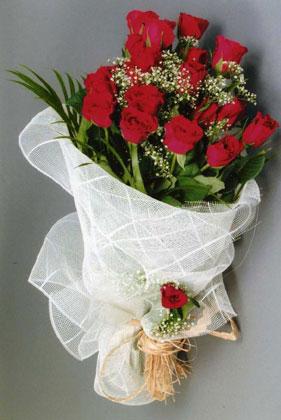 10 adet kirmizi güllerden buket çiçegi  Sincan çiçek siparişi Ankara Sincan çiçek yolla
