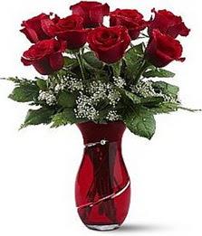 Vazo içinde 8 adet kirmizilar içinde güller  Ankara Sincan uluslararası çiçek gönderme