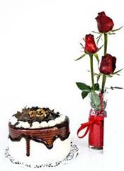 Ankara Sincan 14 şubat sevgililer günü çiçek  vazoda 3 adet kirmizi gül ve yaspasta