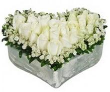 Ankara Sincan İnternetten çiçek siparişi  9 adet beyaz gül mika kalp içerisindedir