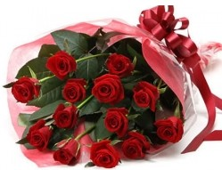 Ankara Sincan kaliteli taze ve ucuz çiçekler  10 adet kipkirmizi güllerden buket tanzimi