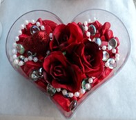 Ankara Sincan hediye sevgilime hediye çiçek  mika kalp içerisinde 3 adet gül ve taslar