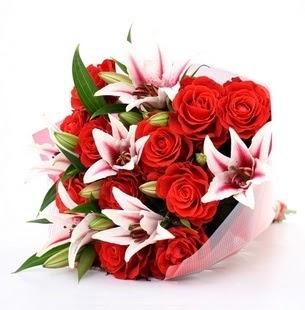 Ankara Sincan 14 şubat sevgililer günü çiçek  3 dal kazablanka ve 11 adet kırmızı gül