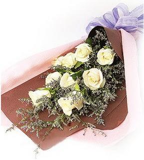 Ankara Sincan hediye sevgilime hediye çiçek  9 adet beyaz gülden görsel buket çiçeği