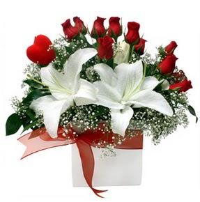 Ankara Sincan çiçek siparişi vermek  1 dal kazablanka 11 adet kırmızı gül vazosu