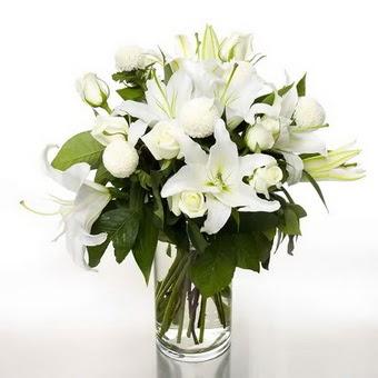 Ankara Sincan çiçek , çiçekçi , çiçekçilik  1 dal cazablanca 7 adet beyaz gül vazosu