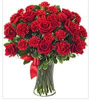 Vazo içerisinde 41 adet kırmızı gül