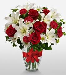 Eşsiz vazo tanzimi güller kazablankalar  Çiçek siparişi Ankara Sincan anneler günü çiçek yolla
