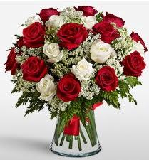 Vazoda 12 kırmızı 12 beyaz gül tanzimi  Ankara Sincan çiçek servisi , çiçekçi adresleri