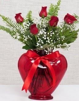 Kalp içerisinde 5 adet kırmızı gül  Ankara Sincan çiçekçi mağazası