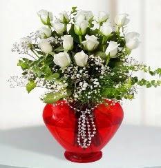 cam kalp içerisinde 12 adet beyaz gül  Çiçek siparişi Ankara Sincan anneler günü çiçek yolla