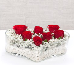 kalp içerisinde 7 adet kırmızı gül  Ankara Sincan 14 şubat sevgililer günü çiçek