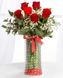 Cam vazoda 5 adet kırmızı gül kalp çubuk  Online Ankara Sincan çiçekçiler