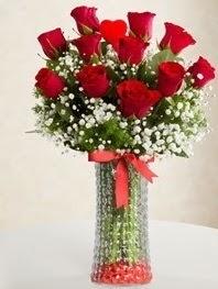 Cam vazoda 11 adet kırmızı gül kalp çubuk  Ankara Sincan hediye sevgilime hediye çiçek