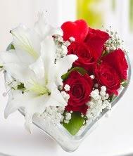 1 kazablanka 5 kırmızı gül kalpte  Ankara Sincan uluslararası çiçek gönderme