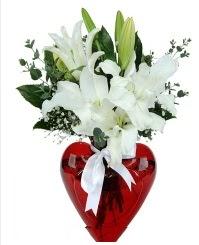 Kalp vazoda 3 kazablanka çiçeği  Online Ankara Sincan çiçek satışı