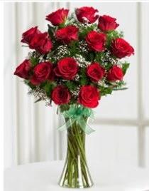 Cam vazo içerisinde 11 kırmızı gül vazosu  Ankara Sincan kaliteli taze ve ucuz çiçekler