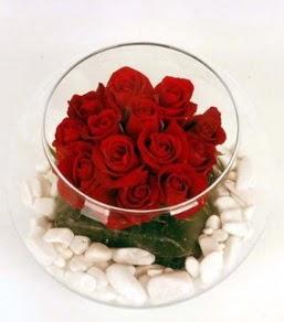 Cam fanusta 11 adet kırmızı gül  Ankara Sincan hediye çiçek yolla