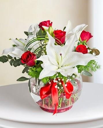Fanus Vazoda 2 Lilyum ve 5 Gül Dansı  Ankara Sincan hediye çiçek yolla