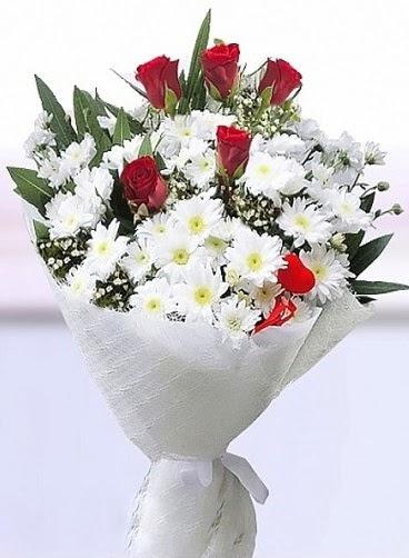 Sevdiğime papatya ve 5 kırmızı gül buketi  Ankara Sincan çiçek siparişi vermek