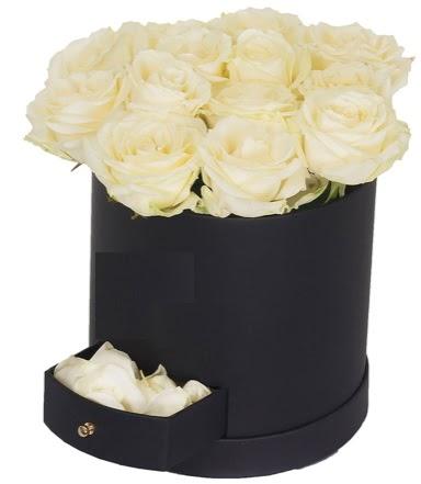 Kutu içerisinde 18 adet beyaz gül  Ankara Sincan çiçek , çiçekçi , çiçekçilik