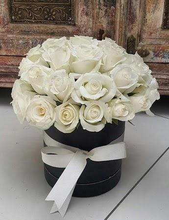 33 adet beyaz gülden görsel kutu tanzimi  Ankara Sincan uluslararası çiçek gönderme