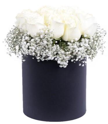 Özel kutuda özel 15 beyaz gül aranjmanı  Ankara Sincan çiçekçi mağazası